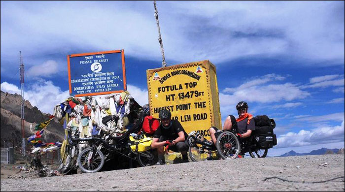 honza galla and eliska gallova in indian himalayas with their recumbents